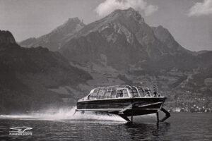 Course d'essai de l'hydroptère PT 10 sur le lac des Quatre-Cantons en 1952.