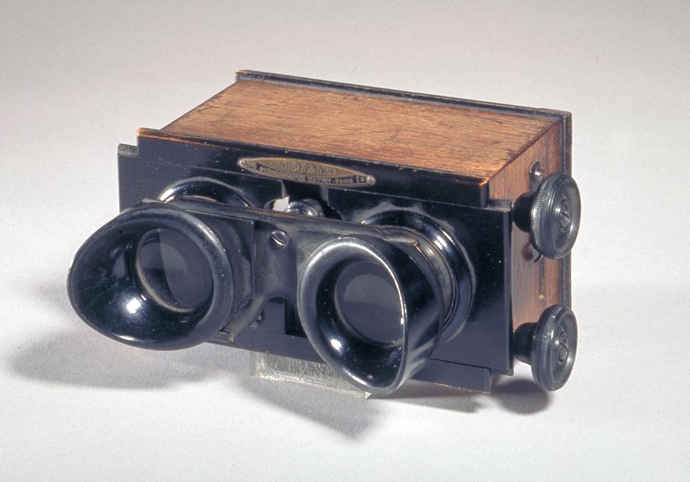 Stereobildbetrachter aus Holz, um 1920-1935. Foto: Schweizerisches Nationalmuseum