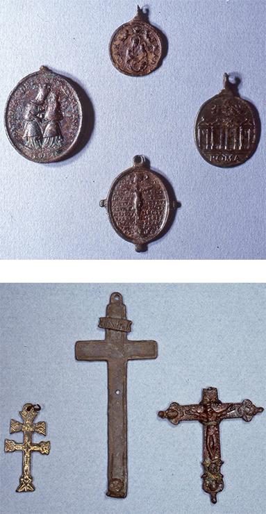 Religiöse Medaillons und Kreuze aus Luzern