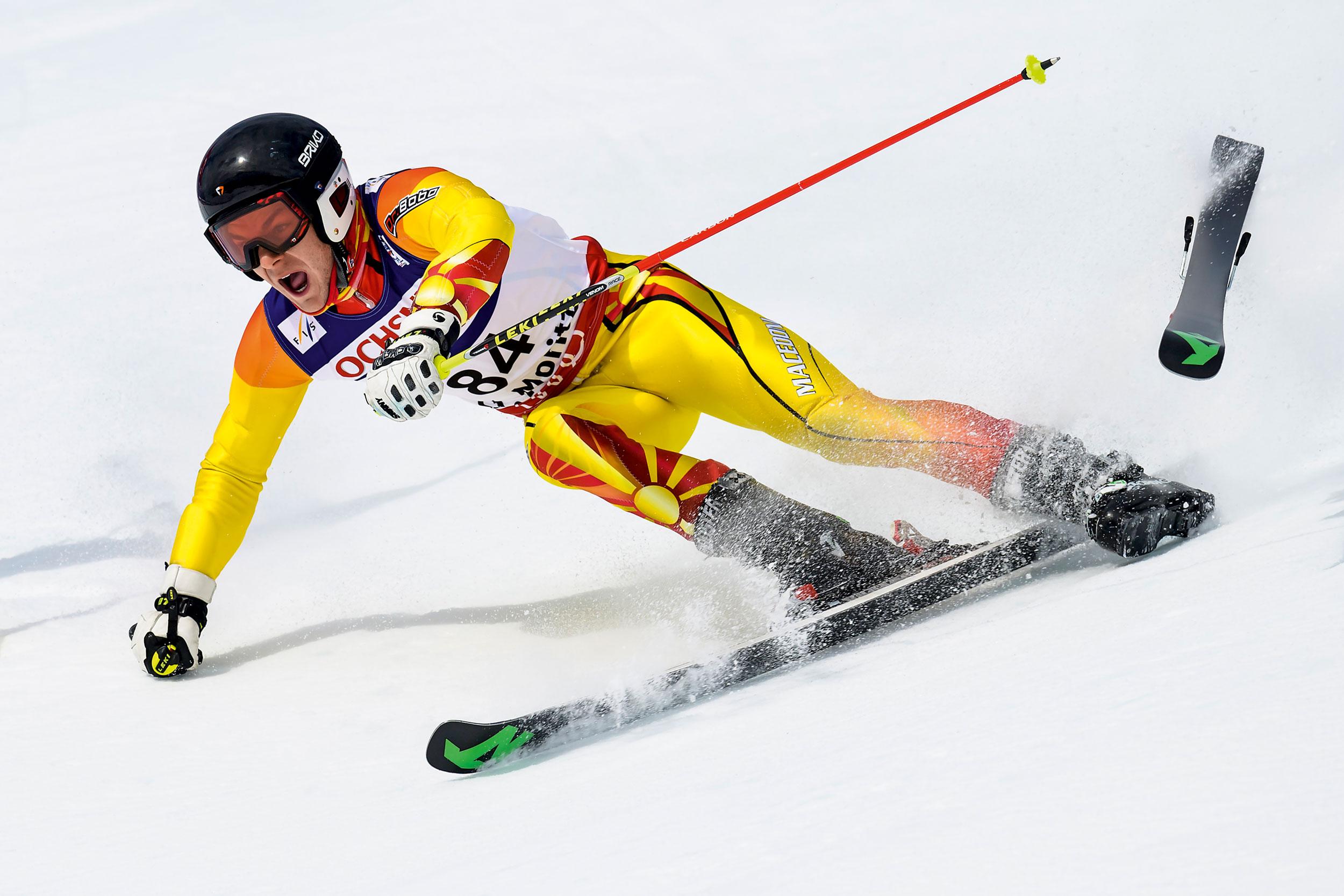 Luka Bozhinovski verliert an den Ski-Weltmeisterschaften einen Ski und scheidet aus.