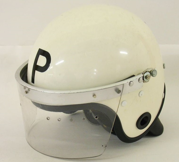 OD-Helm mit Plexi-Visier.