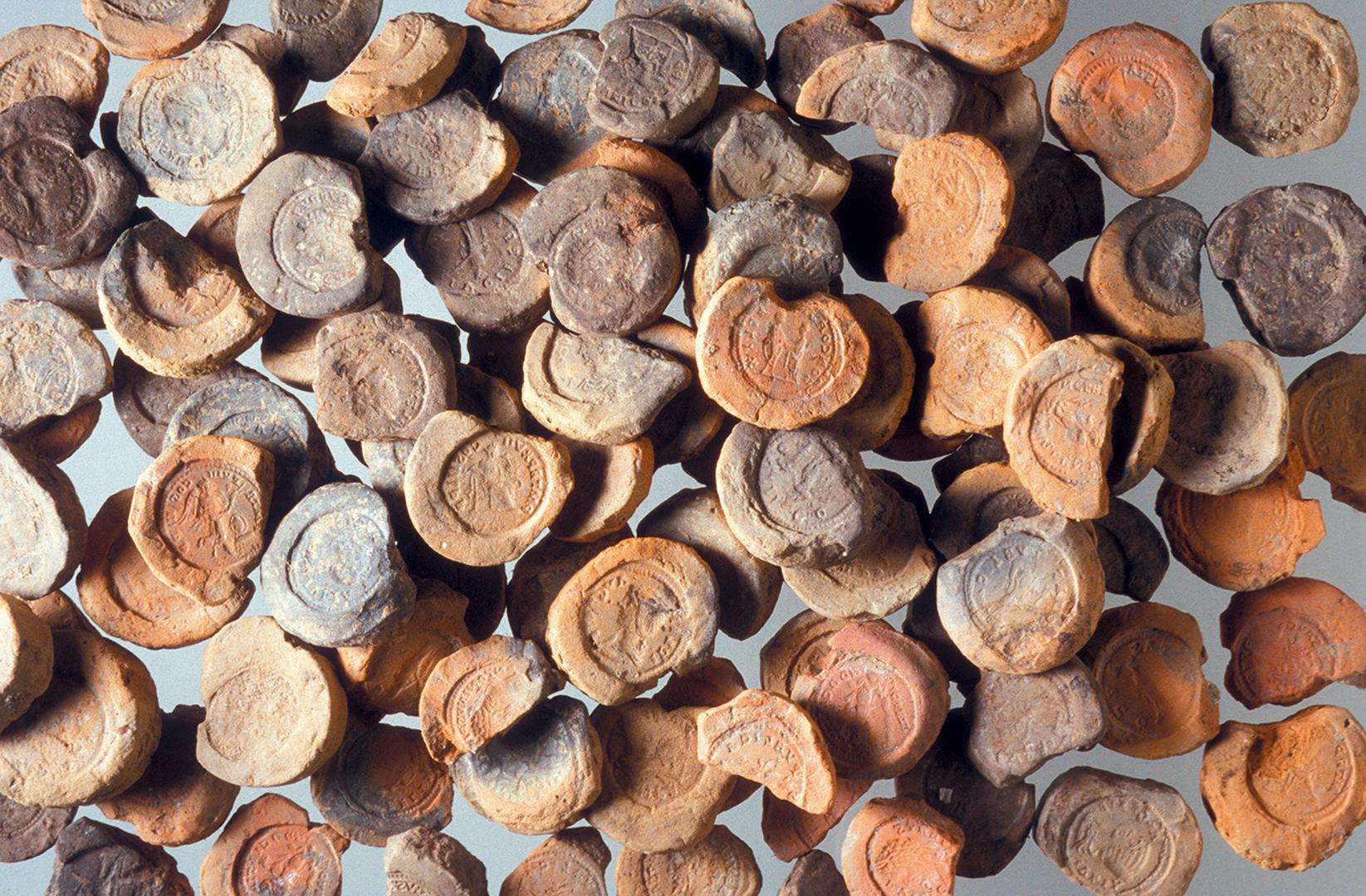 Tonförmchen für die Herstellung von Falschmünzen.