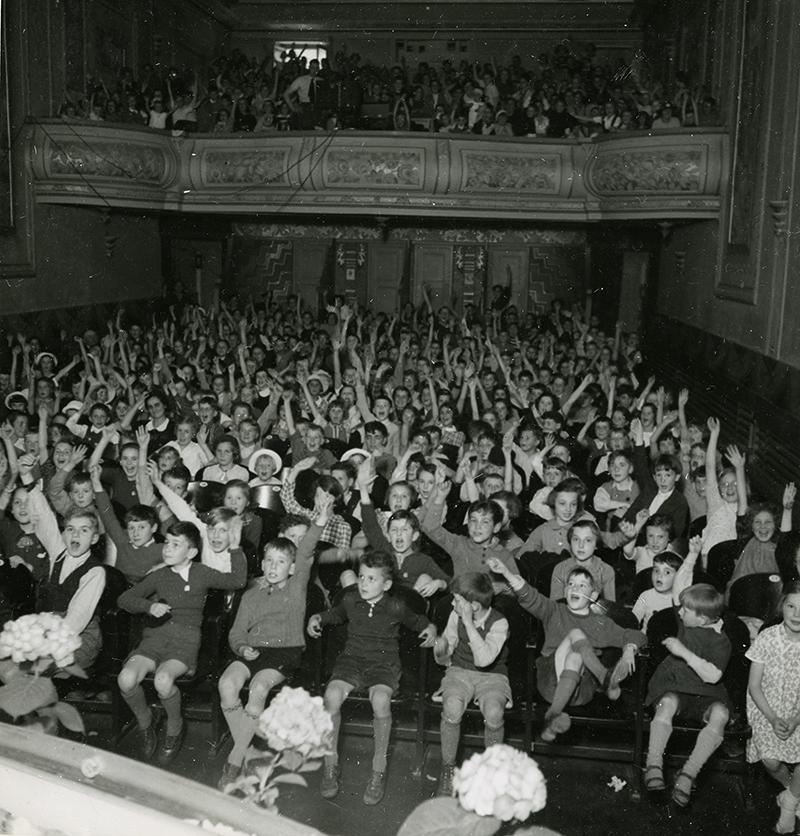 Children at a Fip-Fop Club cinema screening, 1930s.