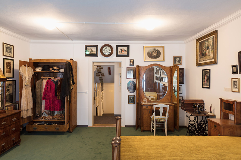 Une partie de l'exposition est à visiter dans l'appartement.
