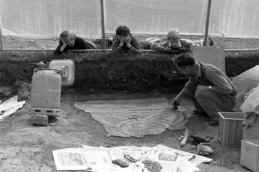Ausgrabung eines römischen Mosaiks in Avenches.