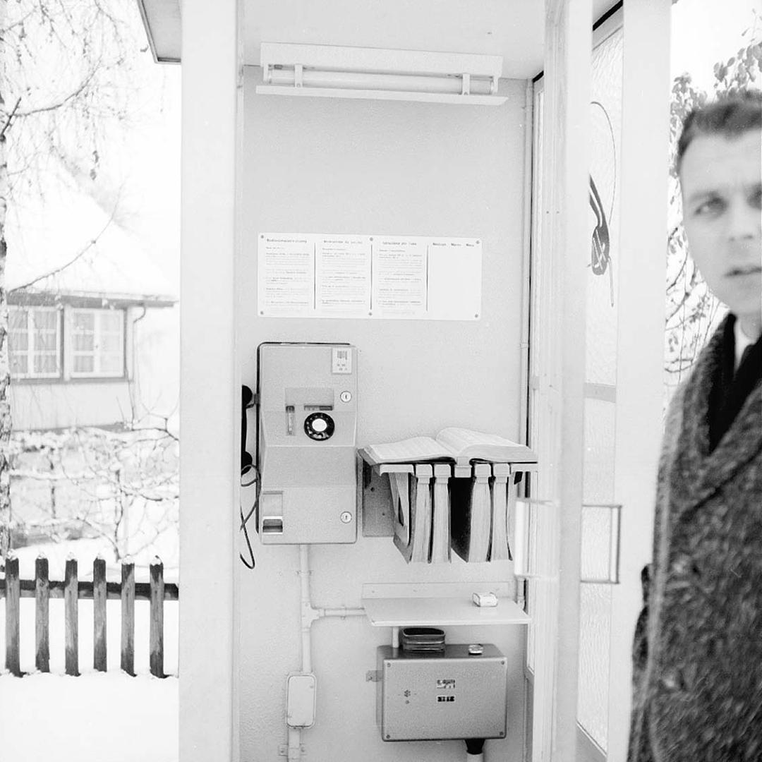 Eisen-Glas-Telefonkabine in Richterswil im Jahr 1967
