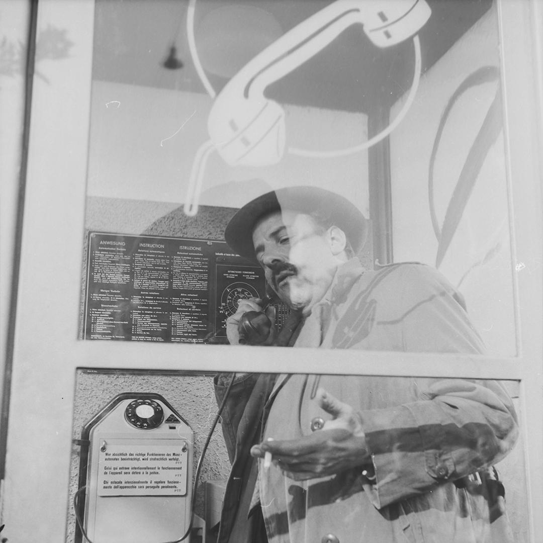 Eisen-Glas-Telefonkabinen der Nachkriegszeit