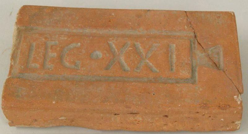 Tuile romaine trouvée à Vindonissa.