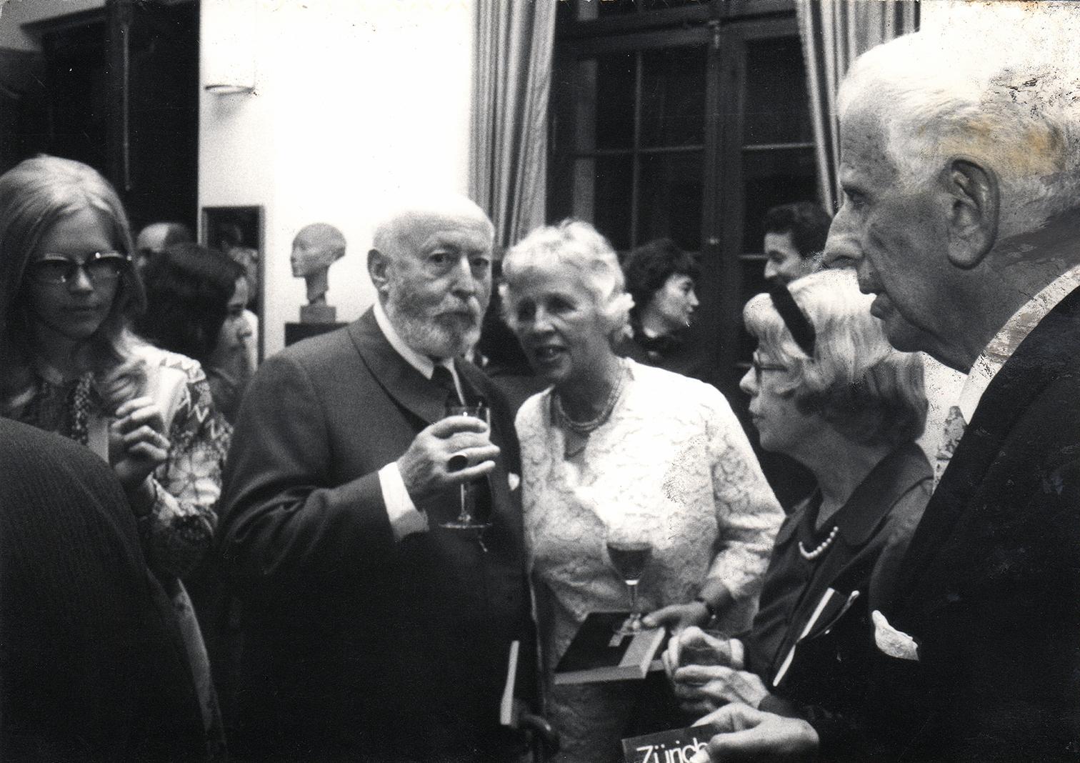 En1973, l'Union Internationale pour les Livres de Jeunesse (IBBY) fête ses vingt ans à Zurich.