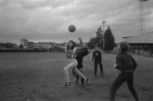Kopfball im Frauenfussball.