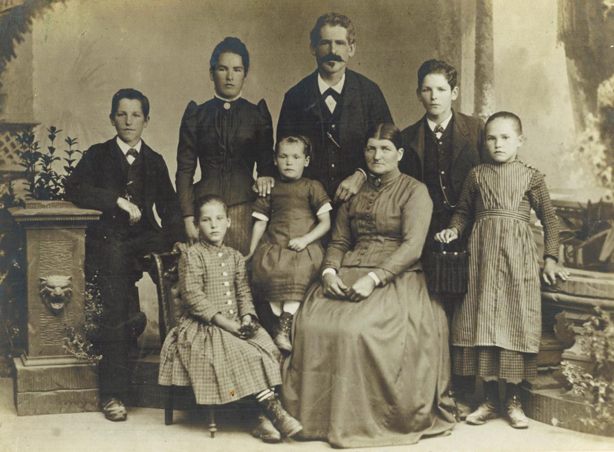 Family portrait of the Cordeliers, taken in 1891.