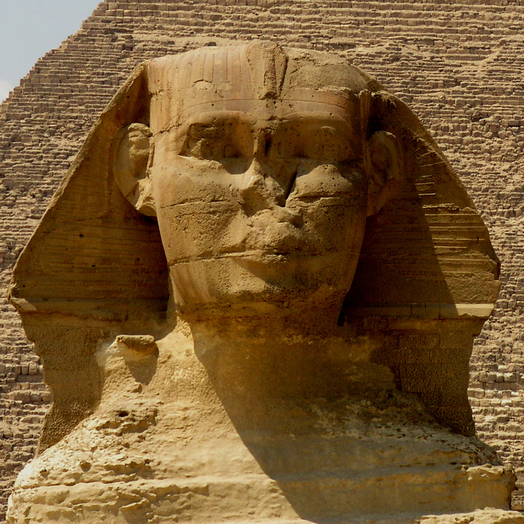 Gizeh, Sphinx vor Chefren-Pyramide.