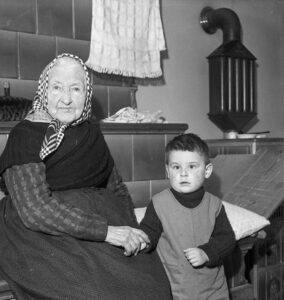 Marie Bachmann from Urkheim (Canton of Aargau) celebrated her 100th birthday on 11 April 1941.