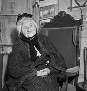 In 1940, to mark the start of her 100th year, Marie Louise Pitiot from Le Locle received an armchair from the Canton of Neuchâtel, with the details of her remarkable achievement carved into the headrest.