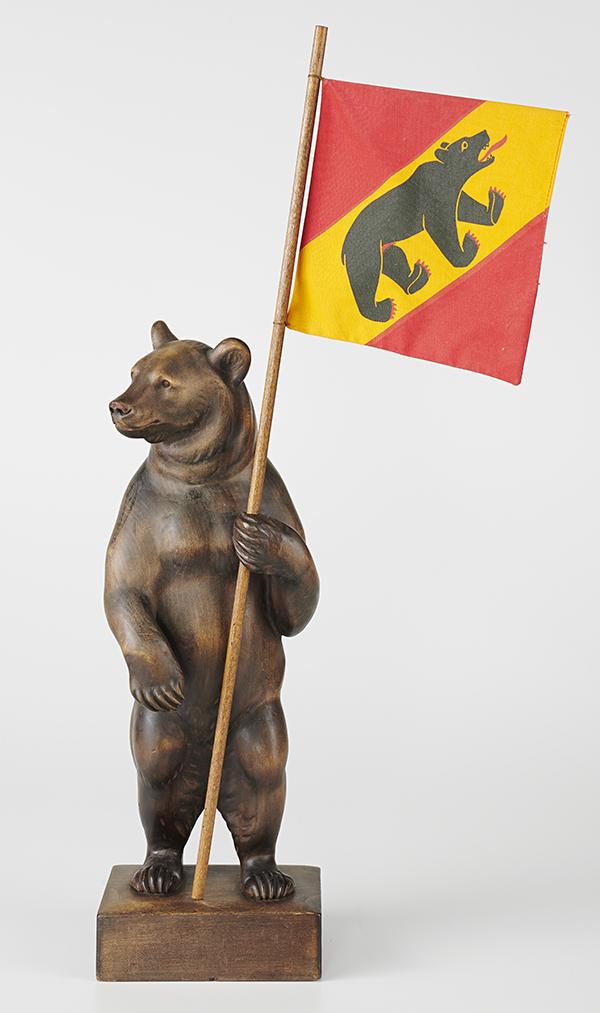 Berner Bärenfigur aus Ahornholz, um 1940.