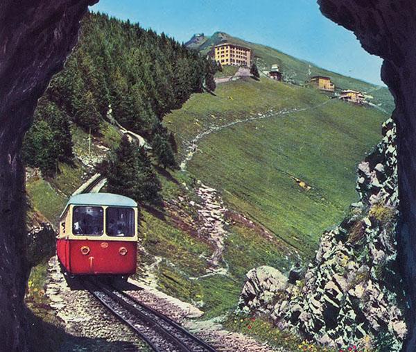 Talfahrt einer Dieselbahn, ca. 1960.