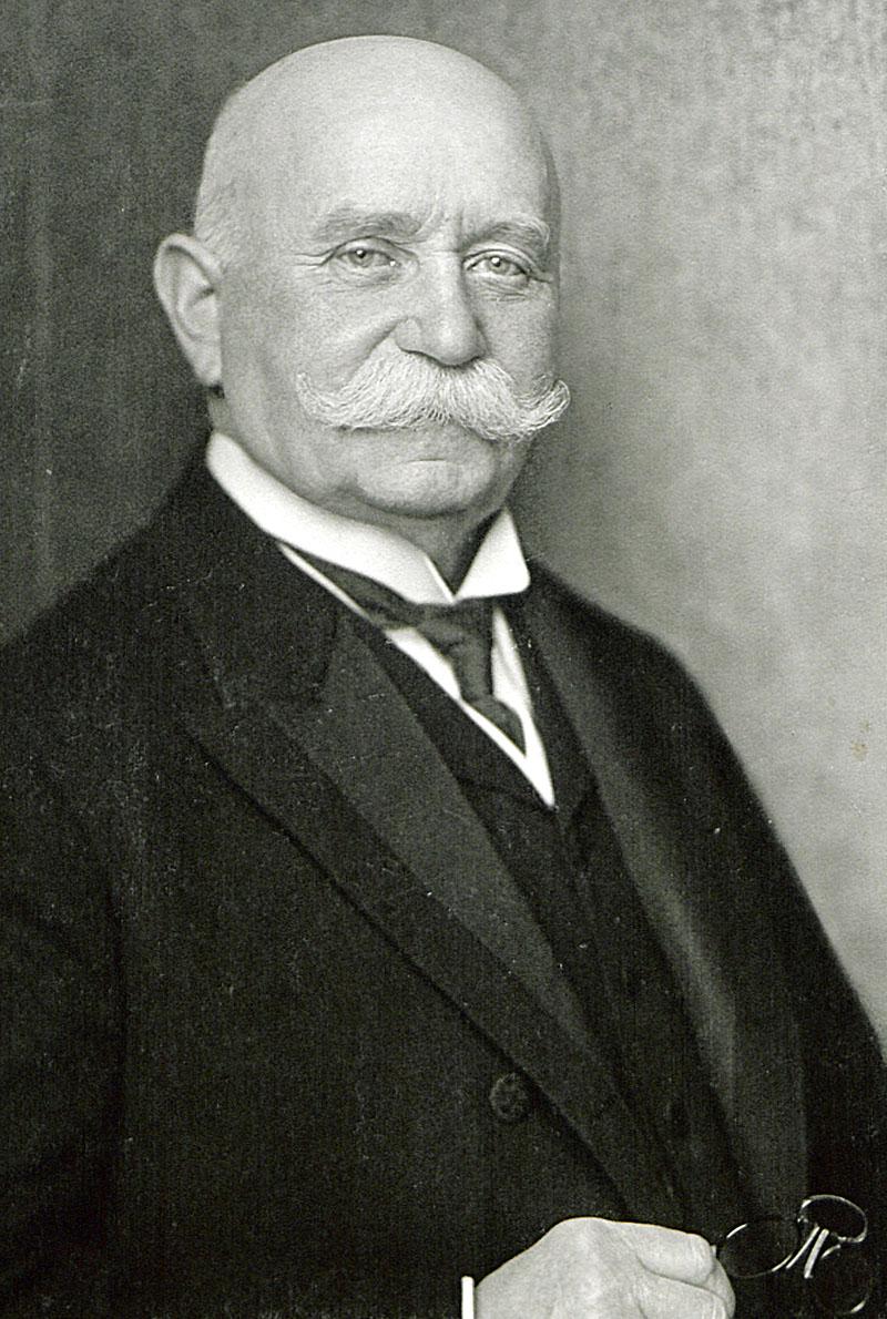 Ferdinand von Zeppelin, aufgenommen im Jahr 1917.