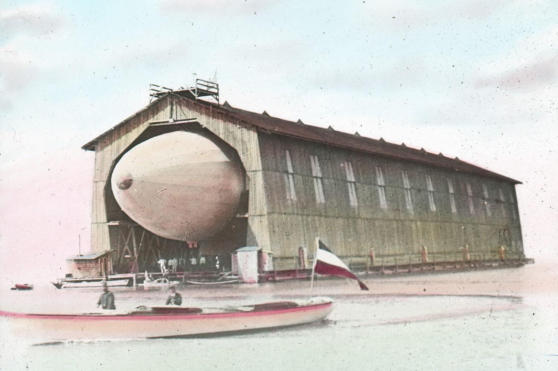 Graf Zeppelin versteckte sein Luftschiff bis kurz vor dem Start.