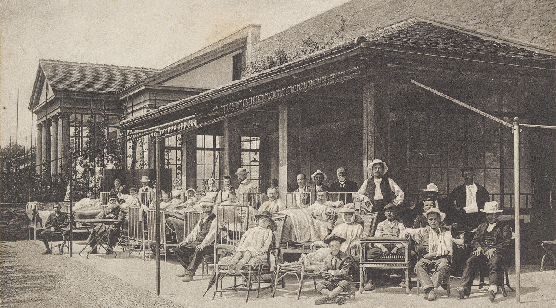 Open-air solarium for TB patients: the Hôpital Pourtalès in Neuchâtel.