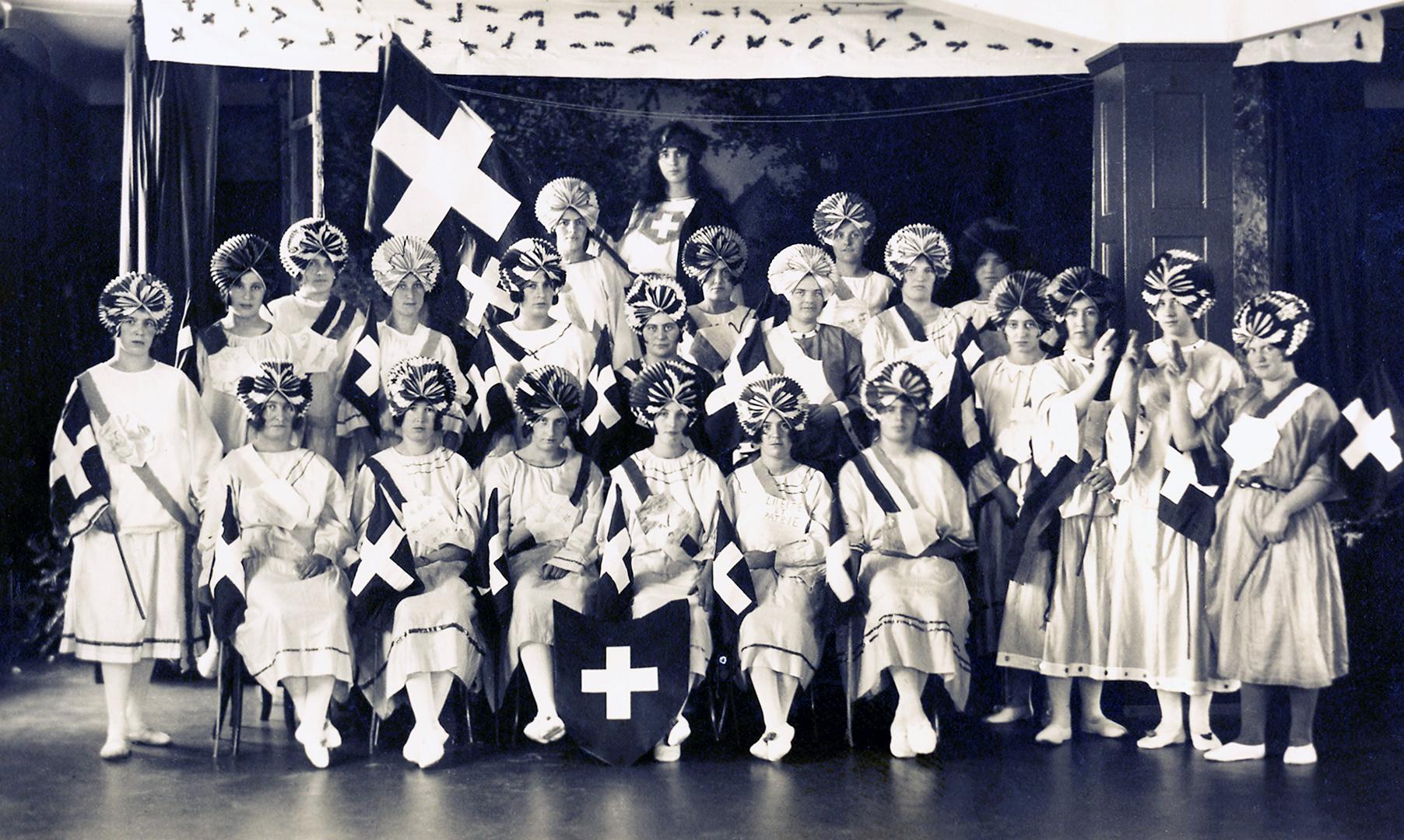Nationalfeiertag 1925 im «Mädchenheim» der Viscose in Emmen