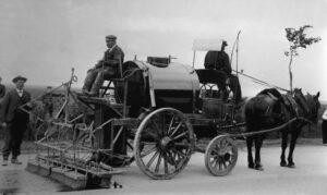 Erste Teerungsmaschine bei Dieppe, Frankreich, 1905.