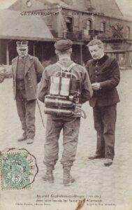 Grubenunglück von Courrières: Retter mit einem Guglielminetti-Dräger-Atemgerät (zeitgenössische Postkarte), 1906.
