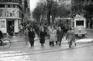 Bahnhofplatz Zurich in 1953.