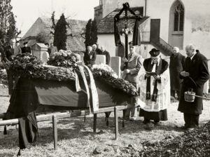 Beerdigung von Hans Bringolf im März 1951 bei der Bergkirche Hallau.
