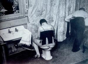 Brassaï (Gyula Halász), La Toilette dans un hôtel de passe, rue Quincampoix á Paris, photograph, Paris 1932.