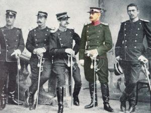 Hans Bringolf, zweiter von rechts, in Kavallerieuniform.