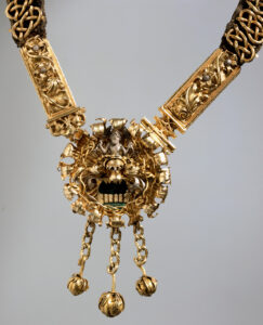 Médaillon de la chaîne du maire de Waldmann avec le blason de la famille.