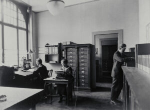 More and more women worked in offices. This is in Basel in 1920.