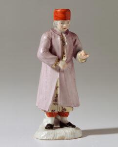 Jean-Étienne Liotard (1702-1789), représentation d'un sultan portant un fez rouge, des pantalons bouffants, un caftan et un manteau jaune à fleurs, fabriqué à la manufacture de porcelaine de Kilchberg-Schooren, autour de 1770.