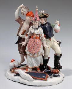 Groupe de figurines représentant une Turque, un cuirassier et un Croate tenant une tête tranchée, fabriqué à la manufacture de porcelaine de Kilchberg-Schooren, autour de 1770.