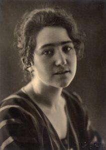 Porträt von Dora Roeder aus dem Jahr 1920.