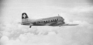 For the valuable photos, Walter Mittelholzer, together with Robert Gsell, ventured on a return flight to London in one such Douglas DC-2.