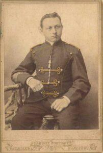 Der Aargauer Arnold Egloff trat 1889 in die Niederländische Kolonialarmee ein und verstarb 1894 an den Verletzungen, die er im Lombokkrieg erlitten hatte.
