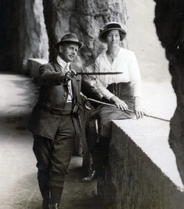 The Sigg-Montorfani couple on the Axenstrasse.