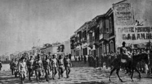 Einmarsch der türkischen Armee unter Mustafa Kemal Pascha nach Izmir am 9. September 1922.