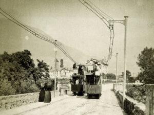 Elektrisches Tram in Montreux um 1890.
