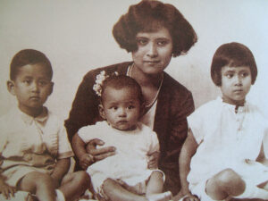 Family photo with Bhumibol in the middle, 1929.