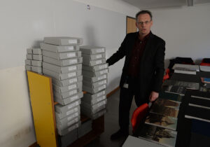 Jochen Hesse, head of the Zentralbibliothek Zürich's Graphic Collection, with the assemblage of photochrome pictures.