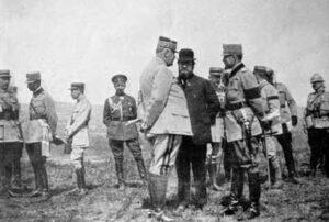 Juni 1917: General Berthelot, der französische Minister Albert Thomas und der König von Rumänien. Ist Raymond de Candolle auch dabei?