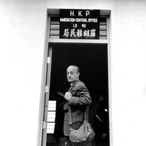 Im Juli 1955 erhält Fernand Gigon vom chinesischen Premierminister Zhou Enlai ein Visum für die Einreise in die Volksrepublik. 1956 bereist er als erster nichtkommunistischer, westlicher Journalist das riesige, damals noch weitgehend verschlossene Land Asiens.