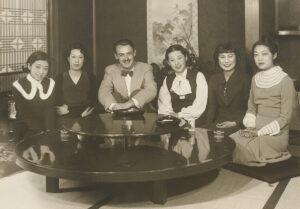 Gustav Guhl fut l'un des premiers coiffeurs star et exporta entre autres la coupe courte en Asie.
