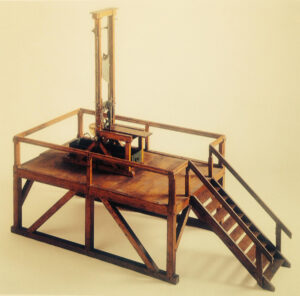 Modèle réduit de la guillotine de Lucerne. Elle était transportée de ville en ville en Suisse pour procéder aux exécutions.
