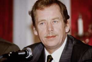 Havel at a press conference in Bern in 1990.