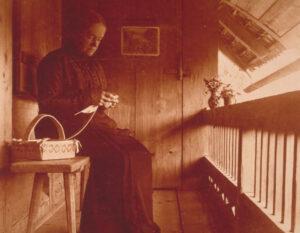 Heimarbeiterin aus dem Kanton Bern, Anfang 20. Jahrhundert.