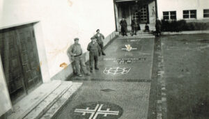A photo from World WarII shows interned French soldiers posing on the mosaic floor at the Hirsgarten schoolhouse in Rikon.