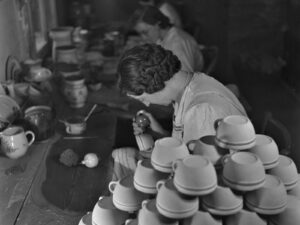 In Switzerland, crockery was often painted and decorated by hand, as here around 1940.